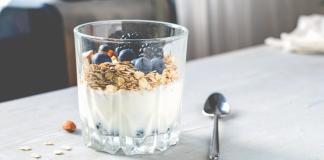 Kreikkalaista jogurttia myslin kera